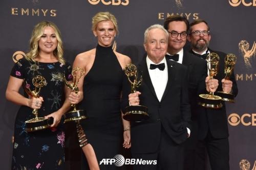 린제이 슈쿠스(왼쪽에서 두번째)/AFPBBNews=뉴스1