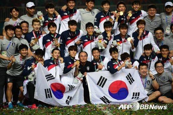 아시안게임 2연패를 이뤄낸 김학범호. /AFPBBNews=뉴스1