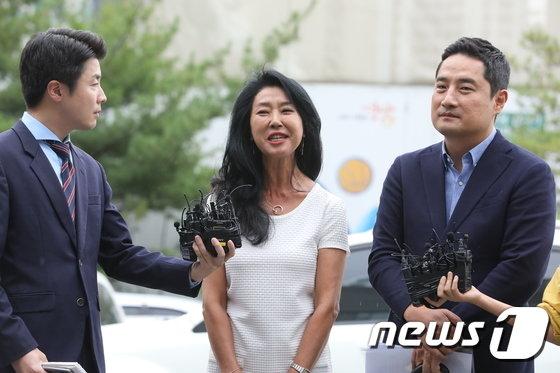 분당경찰서에 출석한 김부선과 강용석 변호사 / 사진=뉴스1
