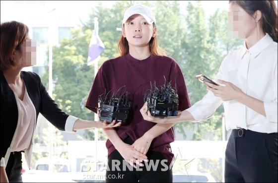 카라 출신 가수 겸 배우 구하라가 지난 9월 18일 오후 3시 서울 강남경찰서에서 조사를 받기 위해 출석하고 있다. /사진 김창현 기자