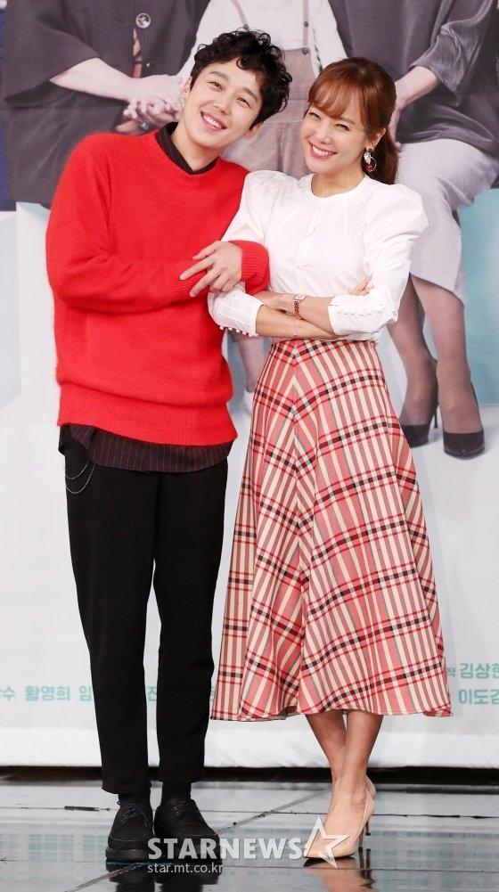 배우 윤종훈, 소유진/사진=김휘선 기자