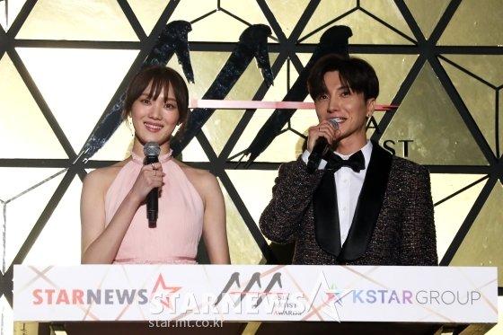 \'2018 Asia Artist Awards\'(조직위원장 박준철, 2018 아시아아티스트어워즈) MC 이성경, 이특(사진 오른쪽)/사진=스타뉴스
