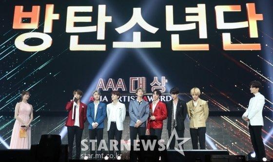 그룹 방탄소년단(사진 가운데)/사진=스타뉴스