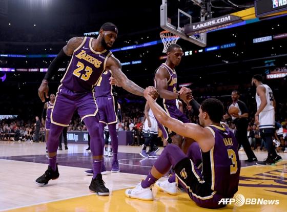 미국프로농구(NBA) 르브론 제임스(좌)와 조쉬 하트, 라존 론도. / 사진=AFPBBNews=뉴스1