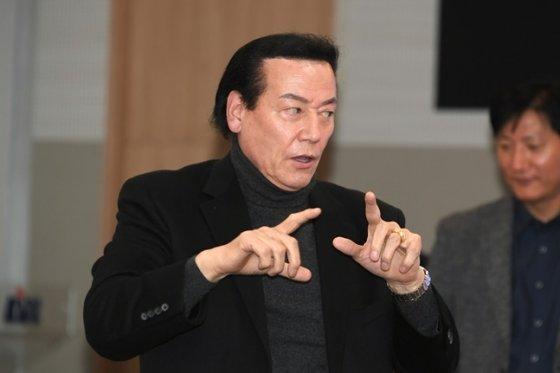 심판 판정 및 경기 규칙 설명회에 자리한 김동광 KBL 경기본부장. /사진=KBL 제공
