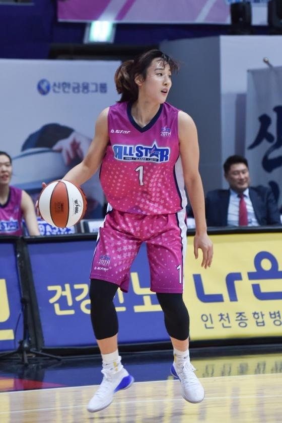 올스타전 팬투표 3시즌 연속 1위에 도전하는 김단비. /사진=WKBL 제공