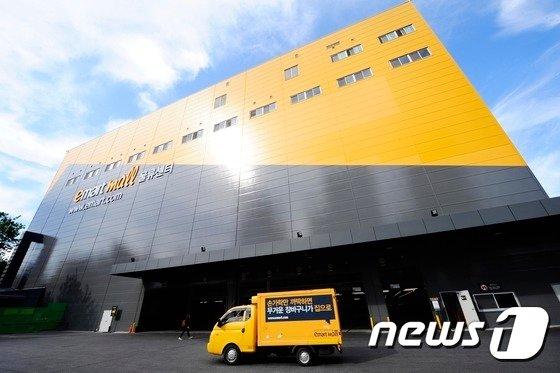 이마트가 자율주행 배송 서비스 시범 운영 계약을 체결했다. /사진=뉴스1