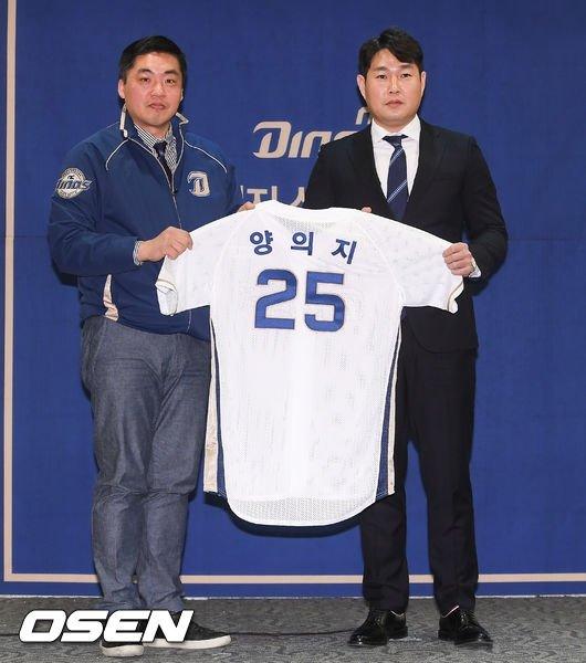 김종문 NC 단장(왼쪽)과 양의지.