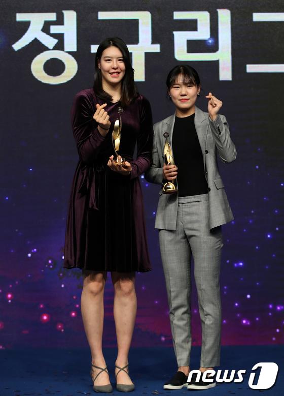 청주 KB스타즈의 박지수(왼쪽), 아산 우리은행의 박지현. / 사진=뉴스1 제공