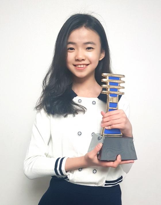 김시아가 '미쓰백'에서 이집트에서 열린 영화제에서 여우주연상을 수상했다.