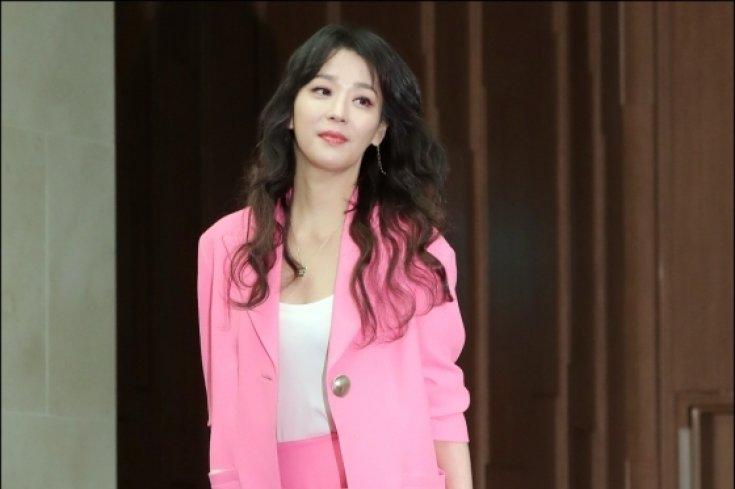 한고은, '화사한 핑크 패션'