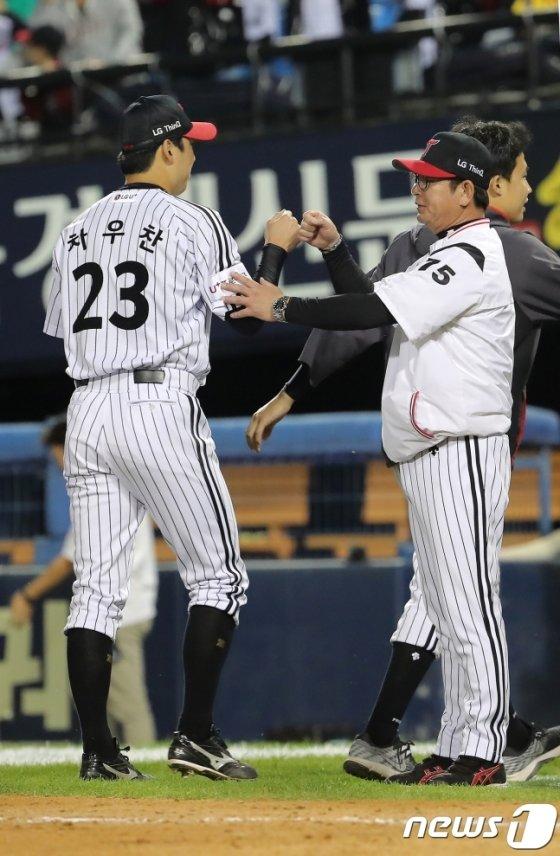 LG 차우찬(왼쪽)과 류중일 감독. /사진=뉴스1