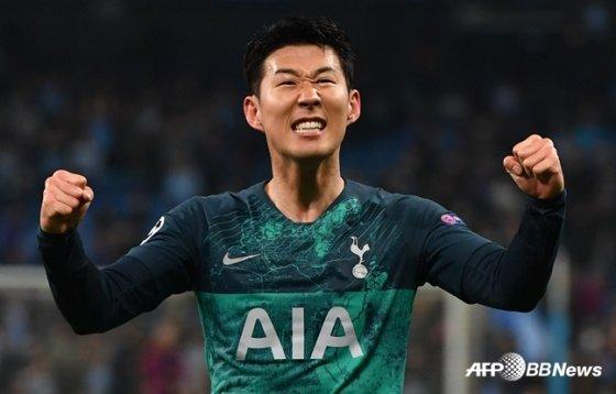 경기 종료 이후 기뻐하고 있는 손흥민. /AFPBBNews=뉴스1