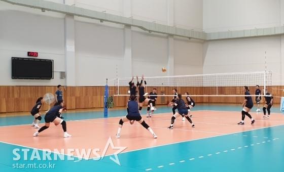여자배구대표팀이 미니게임을 소화하고 있다./사진=심혜진 기자