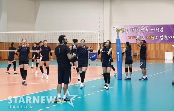 판정에 항의하고 있는 이다영-최은지-김수지 조./사진=심혜진 기자