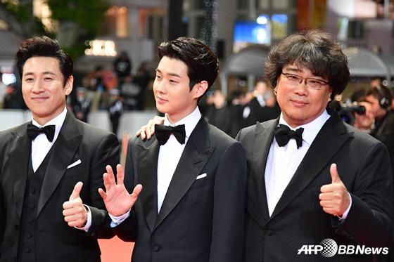 배우 이선균, 최우식, 영화 '기생충'의 봉준호 감독(왼쪽부터) /AFPBBNews=뉴스1