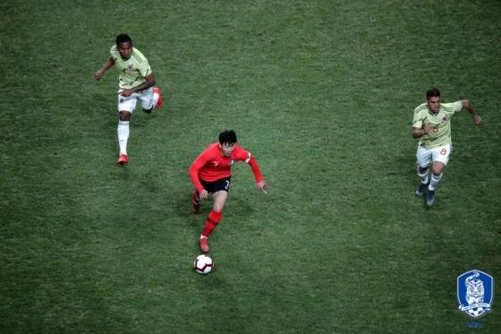 손흥민(왼쪽에서 두 번째)의 돌파 모습. /사진=대한축구협회 제공
