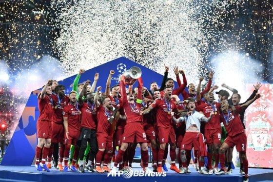 리버풀 선수들의 우승 세리머니 모습. /AFPBBNews=뉴스1