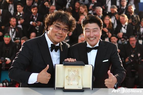 봉준호 감독(왼쪽), 배우 송강호 /AFPBBNews=뉴스1
