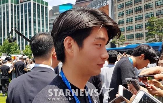 17일 서울 광장에서 열린 행사를 마친 후 인터뷰에 임하고 있는 김정민. /사진=김우종 기자