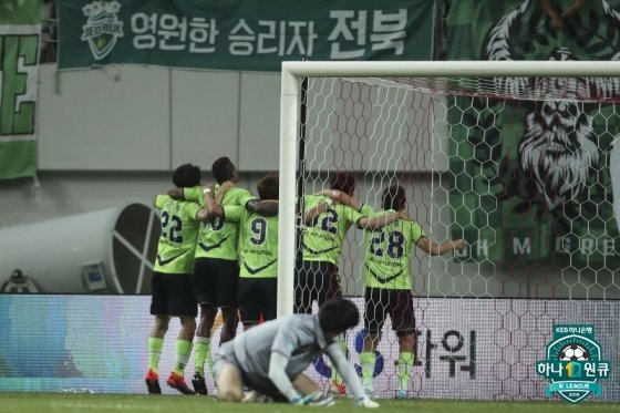 결승골 이후 전북 현대 선수단의 세리머니 모습. /사진=한국프로축구연맹 제공