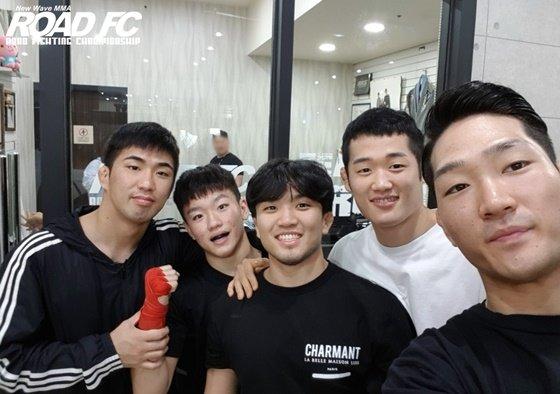 김태성(맨 오른쪽). /사진=로드FC 제공