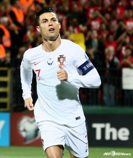 크리스티아누 호날두가 11일 열린 리투아니아전에서 골을 기록하고 기뻐하고 있다. /사진=AFPBBNews=뉴스1