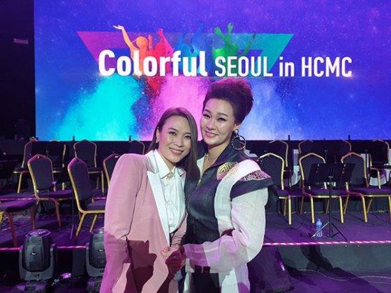 가수 박주희(오른쪽)와 베트남 가수 미땀 /사진=그루벤터