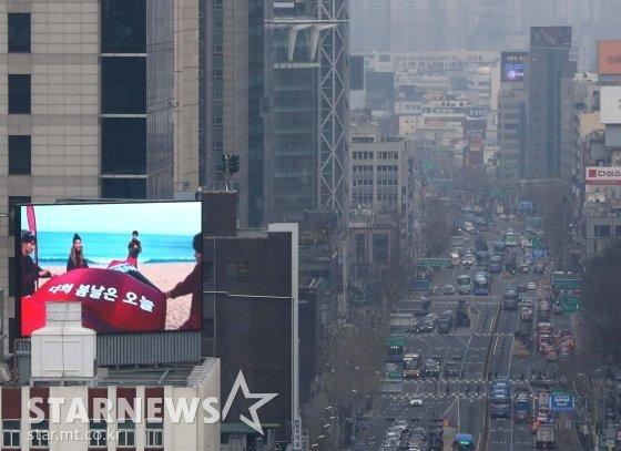 미세먼지 낀 서울 광화문 / 사진=홍봉진 기자