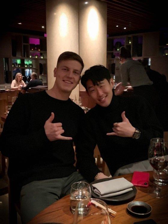 케빈 비머(왼쪽)와 손흥민. /사진=비머 SNS