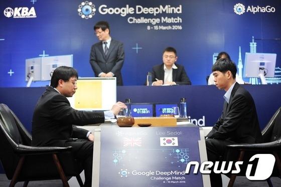 2016년 3월 9일 서울 종로구 포시즌스 호텔에서 열린 이세돌 9단과 구글 알파고의 첫 번째 대국 모습. /사진=뉴스1(한국기원 제공)