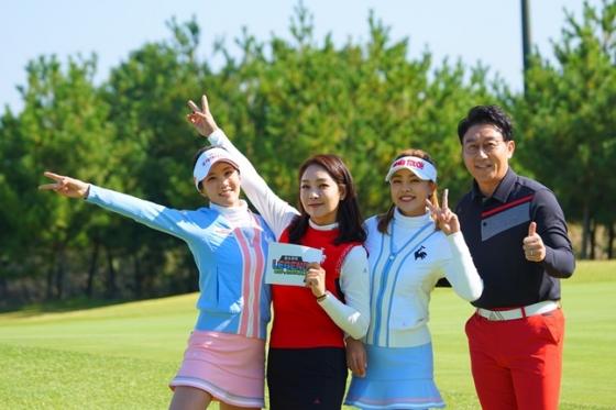 왼쪽부터 김지민-김현명-박보경 프로, 김현욱 아나운서.  /사진=H ENT