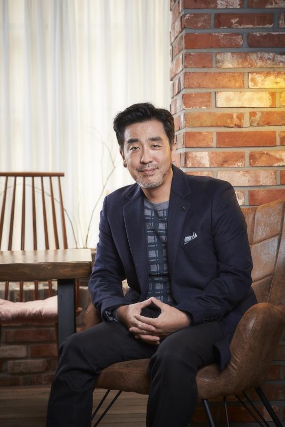 류승룡이 '미쓰백' 이지원 감독의 신작 '비광'에 출연한다.