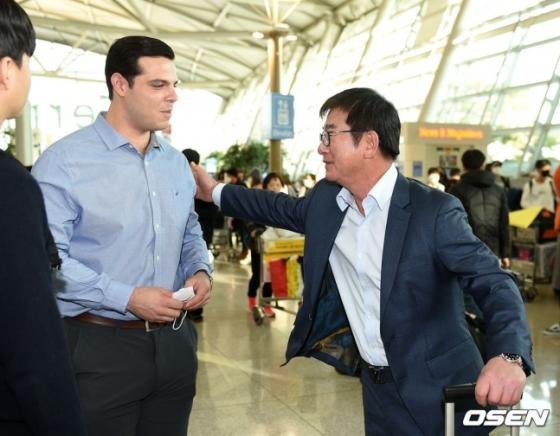 LG 류중일 감독(오른쪽)과 라모스.