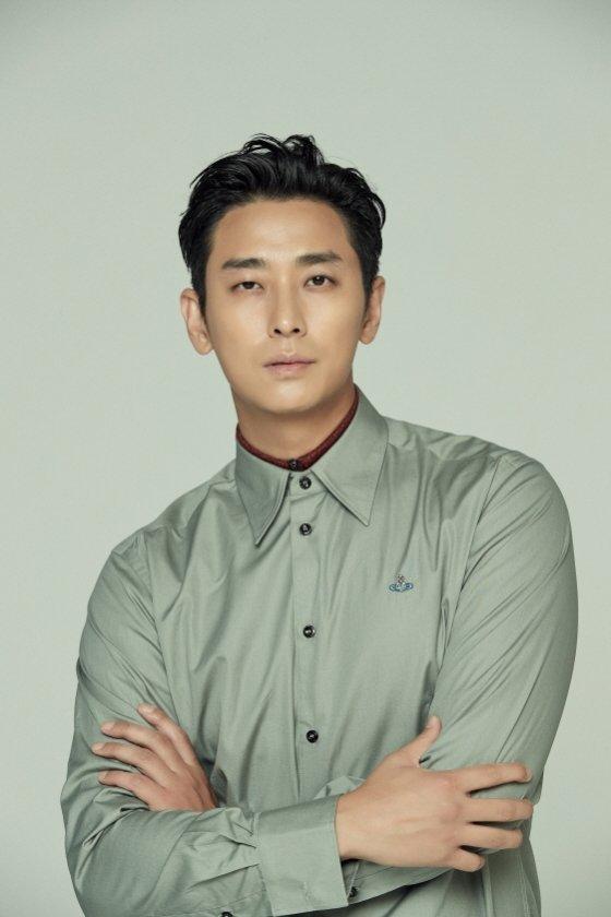 주지훈이 \'굿바이 싱글\' 김태곤 감독의 신작 \'사일런스\'에 출연한다.