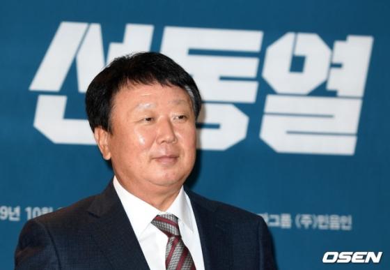 지난해 9월 22일 서울 중구 더플라자호텔에서 '야구는 선동열' 출간 기자 간담회에서 선동열 전 감독이 포즈를 취하고 있다./사진=OSEN