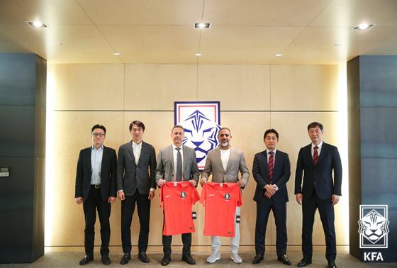 AFC 프로젝트 평가단이 축구회관을 방문한 모습. /사진=대한축구협회 제공