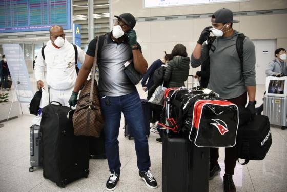 kt wiz 외국인선수 데스파이네, 로하스, 쿠에바스(왼쪽부터)가 지난 23일 인천공항을 통해 입국했다. /사진=kt wiz