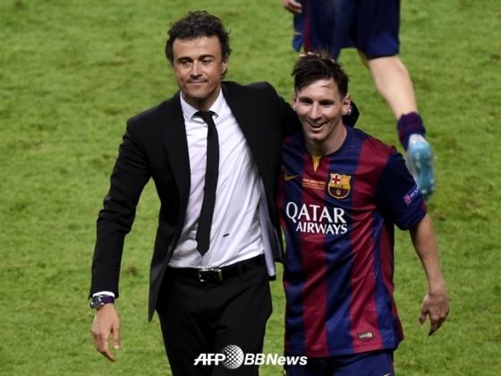 바르셀로나를 이끌던 당시의 엔리케 감독(왼쪽)과 메시.(오른쪽)./AFPBBNews=뉴스1