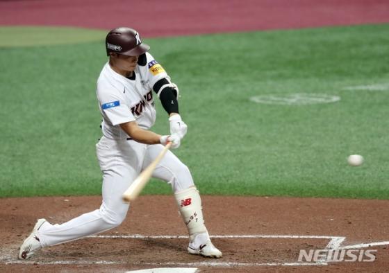 시즌 14호 홈런을 터뜨리며 팀 승리를 이끈 키움 김하성. /사진=뉴시스