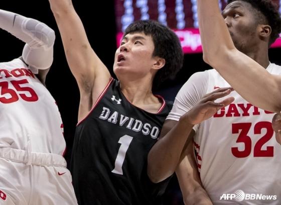 데이비슨 대학 소속으로 미국 NCAA에서 활약중인 이현중. /AFPBBNews=뉴스1