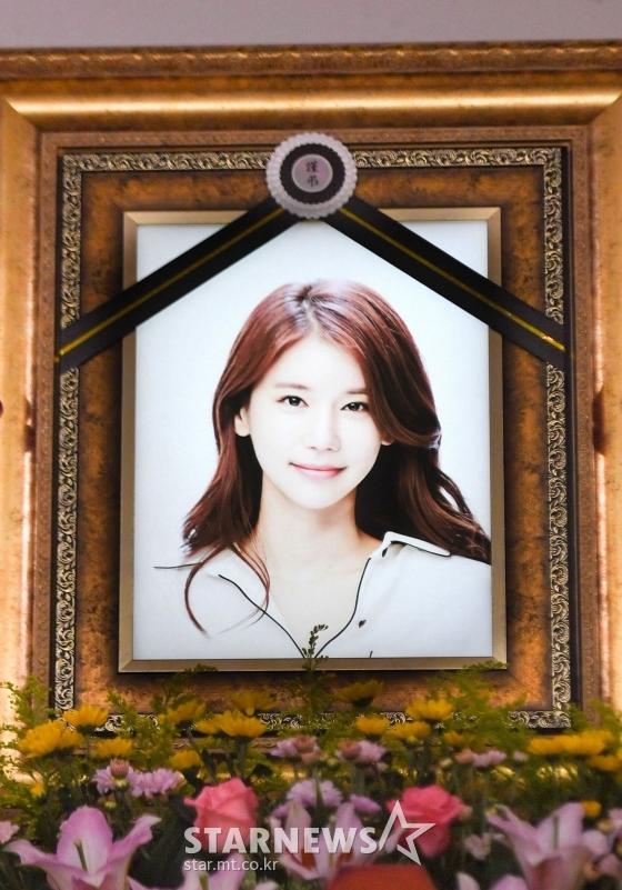 배우 故 오인혜의 빈소가 15일 인천 인하대학교 부속병원 장례식장에 마련돼 있다. 故 오인혜는 지난 14일 자택에서 의식을 잃은 채 발견돼 병원으로 이송됐지만 끝내 의식을 회복하지 못했다. 발인은 16일. / 사진=사진공동취재단