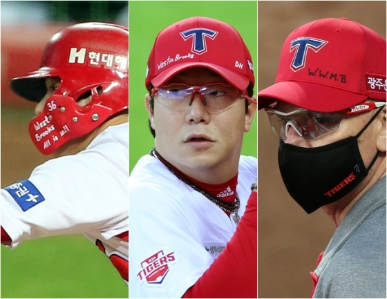 브룩스의 가족 이름을 헬멧, 모자에 적고 경기에 임한 김선빈(왼쪽부터), 양현종, 윌리엄스 감독. /사진=KIA 타이거즈 제공
