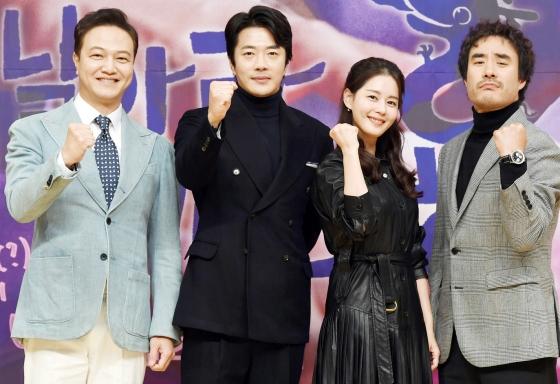 SBS 금토드라마 '날아라 개천용'의 정웅인(사진 맨 왼쪽부터 오른쪽으로), 권상우, 김주현, 배성우/사진=SBS