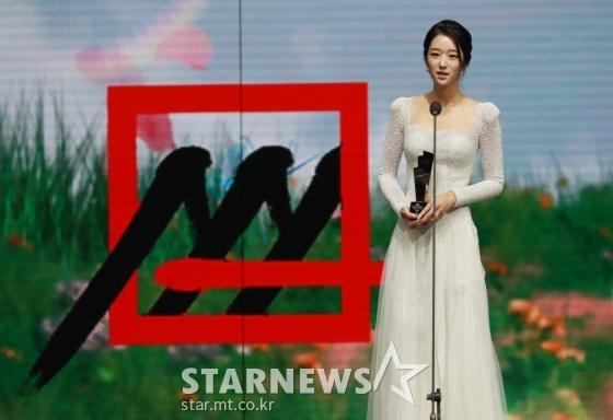 배우 서예지가 28일 마이뮤직테이스트로 방송된 2020 Asia Artist Awards(2020 아시아 아티스트 어워즈, 2020 AAA)에서 배우 부문 핫이슈상을 수상한 뒤 소감을 말하고 있다.스타뉴스가 주최하고 AAA 조직위원회가 주관하는 AAA는 어디에서도 보지 못했던 새로운 무대를 선보이며 전 세계 팬들의 눈과 귀를 사로잡아 명실상부 NO.1 글로벌 시상식으로 거듭났다./사진=이동훈 기자