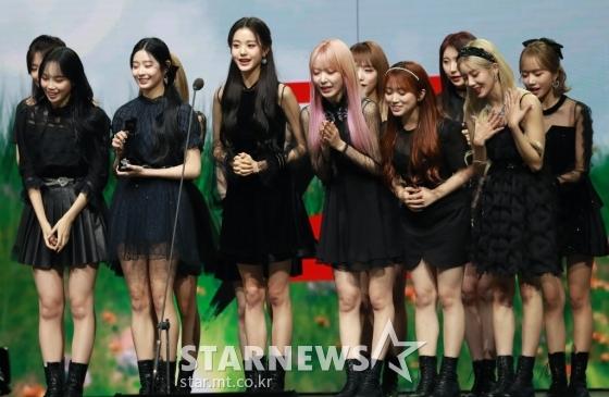 그룹 아이즈원이 28일 마이뮤직테이스트로 방송된 2020 Asia Artist Awards(2020 아시아 아티스트 어워즈, 2020 AAA)에서 여자가수 부문 베스트 뮤지션상을 수상한 뒤 소감을 말하고 있다.스타뉴스가 주최하고 AAA 조직위원회가 주관하는 AAA는 어디에서도 보지 못했던 새로운 무대를 선보이며 전 세계 팬들의 눈과 귀를 사로잡아 명실상부 NO.1 글로벌 시상식으로 거듭났다./사진=이동훈 기자