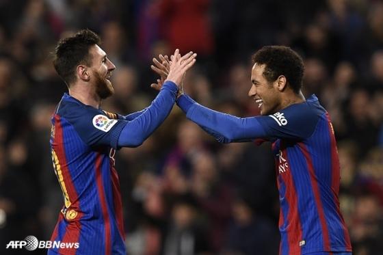 바르셀로나에서 함께 뛸 당시 리오넬 메시(왼쪽)와 네이마르. /AFPBBNews=뉴스1
