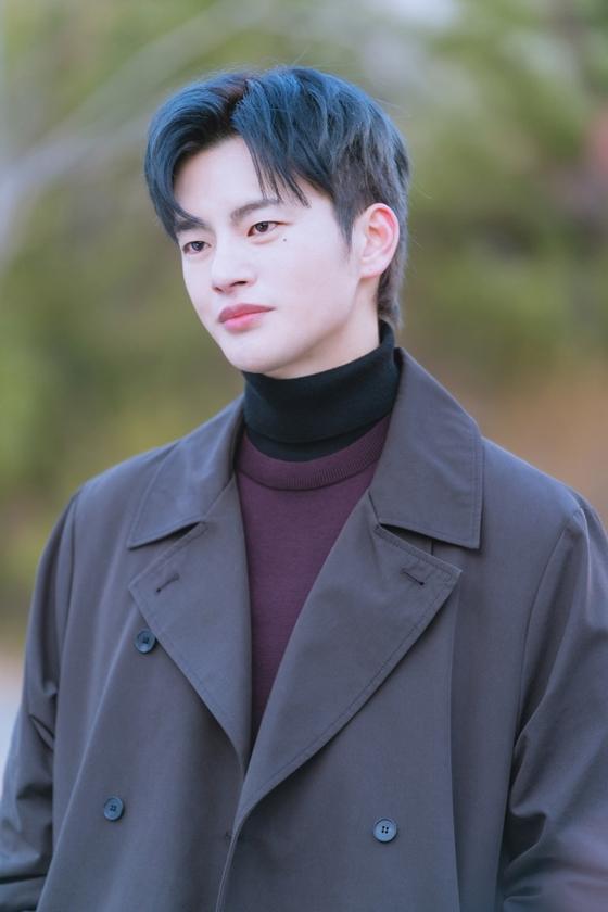 tvN '어느 날 우리 집 현관으로 멸망이 들어왔다'에서 멸망 역을 맡은 서인국/사진제공=tvN '어느 날 우리 집 현관으로 멸망이 들어왔다'