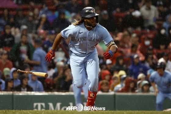 시즌 33호 홈런을 때려낸 블라디미르 게레로 주니어./AFPBBNews=뉴스1