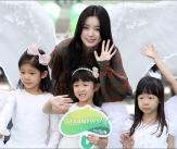 한효주 '어린이 천사들과 천사 미소'
